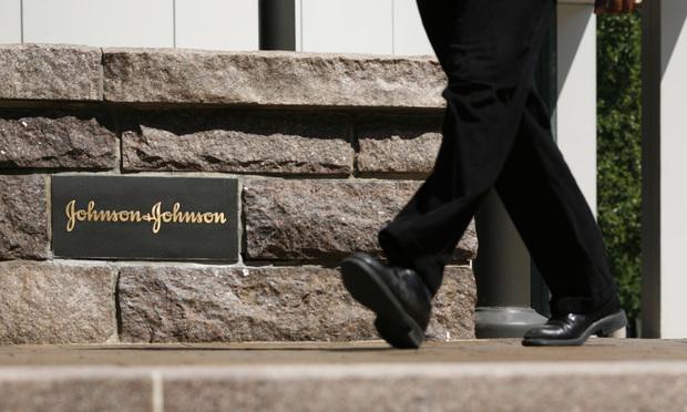 Johnson & Johnson headquarters/photo by Emile Wamsteker/Bloomberg