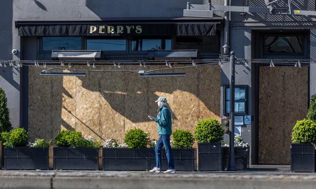 Borded up Perry's Restaurant along San Francisco's Embarcadero. (Photo: Jason Doiy/ALM)