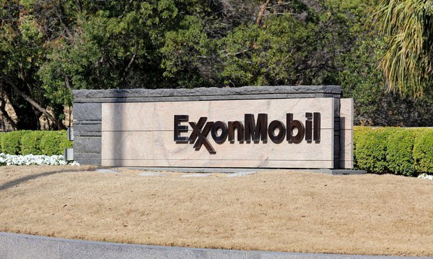Exxon Mobil world headquarters in Irving, Texas/Katherine Welles/Shutterstock.com