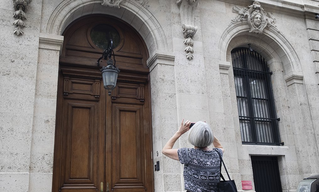 A pedestrian stop to take a photo of Jeffrey Epstein's townhouse on the Upper East Side of Manhattan on Aug. 13.