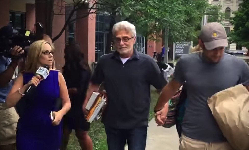 Robert Neulander, center, walks free on $1 million bail from the Onondaga County jail in July 2018. Photo: YouTube/Syracuse.com