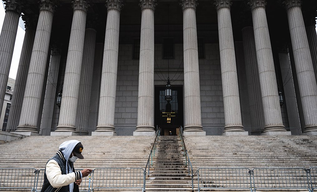 A man wearing a mask walks past a closed Manhattan Supreme Court at 60 Centre St. Photo: Ryland West/ALM