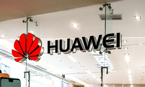 Huawei store (JHVEPhoto/Shutterstock.com)