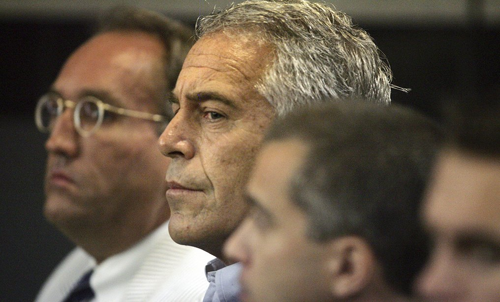 Jeffrey Epstein, middle, at 2008 hearing in West Palm Beach. Photo: Uma Sanghvi/Palm Beach Post