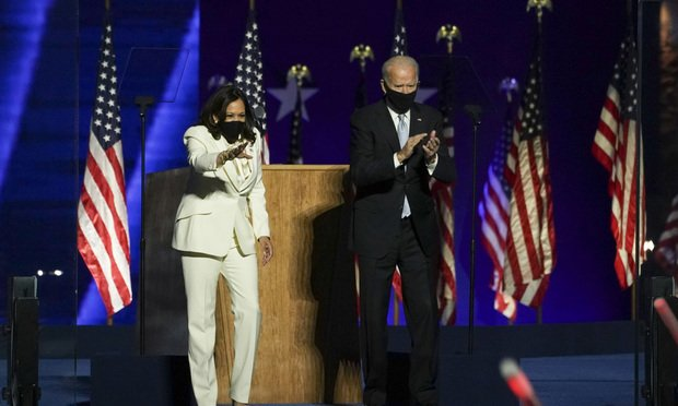 U.S. President-elect Joe Biden, right, wears a protective mask while arriving to speak with U.S. Vice President-elect Kamala Harris during an election event in Wilmington, Delaware, U.S., on Saturday, Nov. 7, 2020. Biden defeated Donald Trump to become the 46th U.S. president, unseating the incumbent with a pledge to unify and mend a nation reeling from a worsening pandemic, faltering economy and deep political divisions. Photo: Sarah Silbiger/Bloomberg