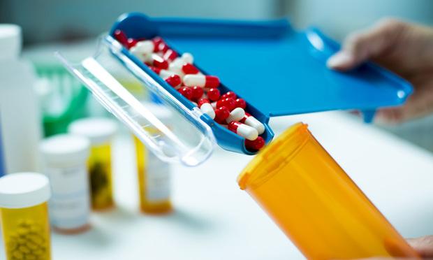 pharmaceuticals, medication, pills, capsules, meds, medicine, drugs, generics, pharmacy, pharmacy technician, pharmacist