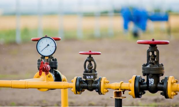 Natural gas pipeline/photo courtesy of Iakiv Pekarskyi/Shutterstock.com