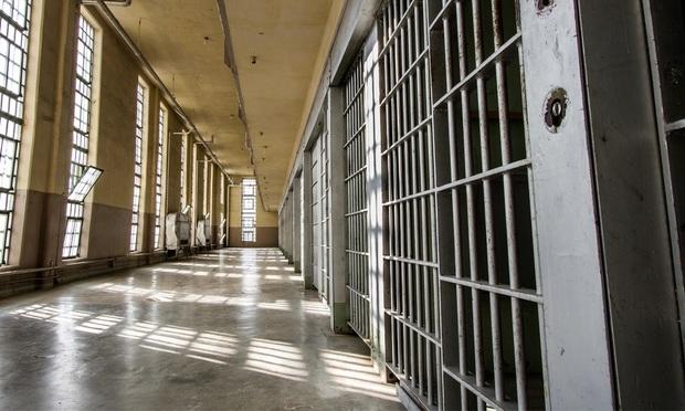 prison bars - Photo: Shutterstock.com