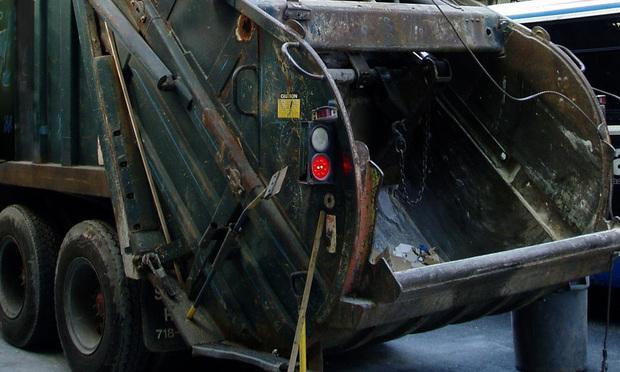 Garbage truck - Robbi Baba