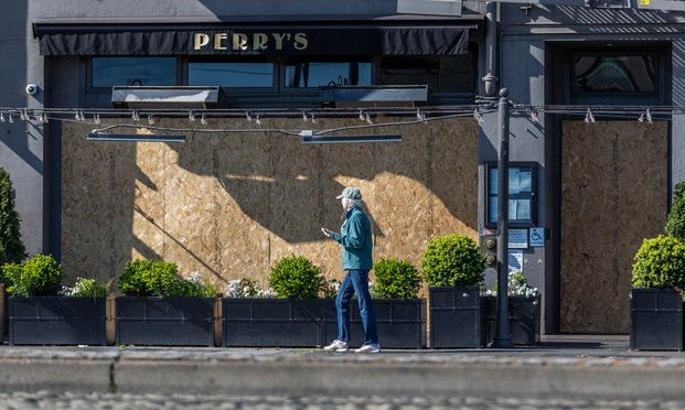 A restaurant is boarded up during the coronavirus pandemic. Photo: Jason Doiy/ALM