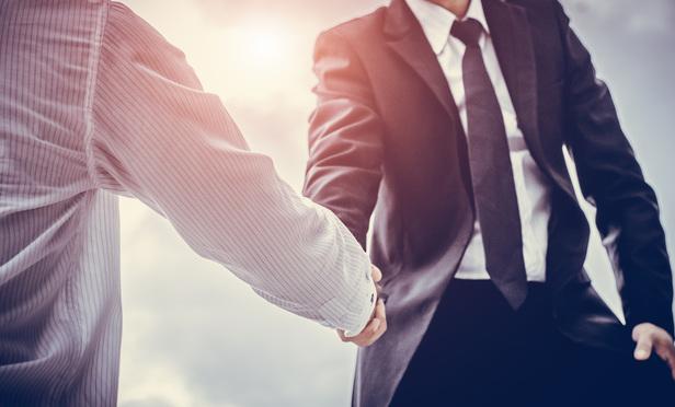 deal-shaking-hands