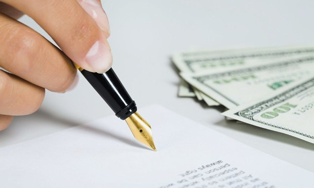 signing_contract_money-Article-201710261859