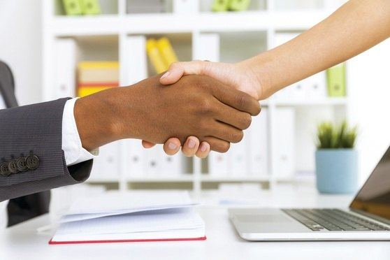 Handshake_Desk
