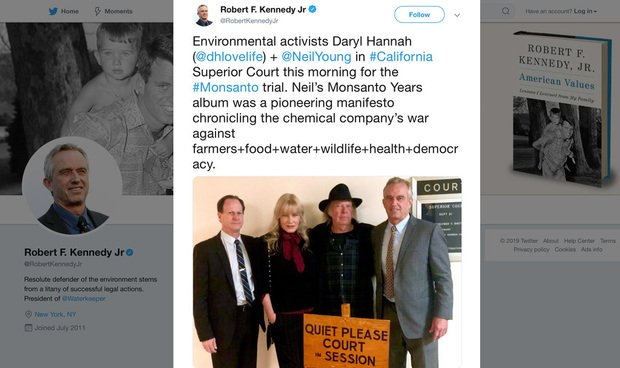 Daryl Hannah and Neil Young pose during Monsanto trial.