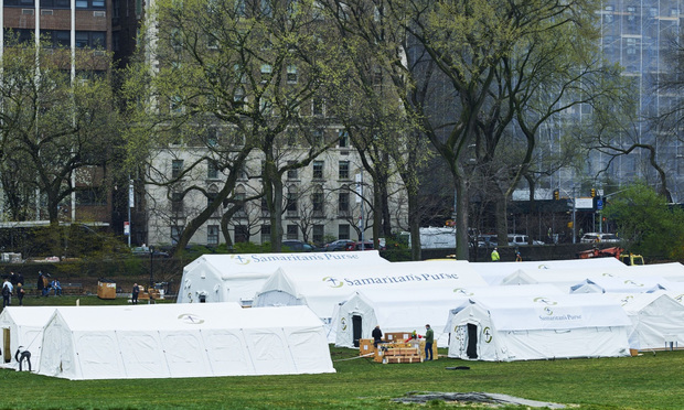 Workers build an emergency field hospital in Central Park in New York on March 30. Photo: Gabby Jones/Bloomberg