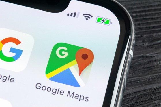 Google Maps and Google app on an Apple smartbphone