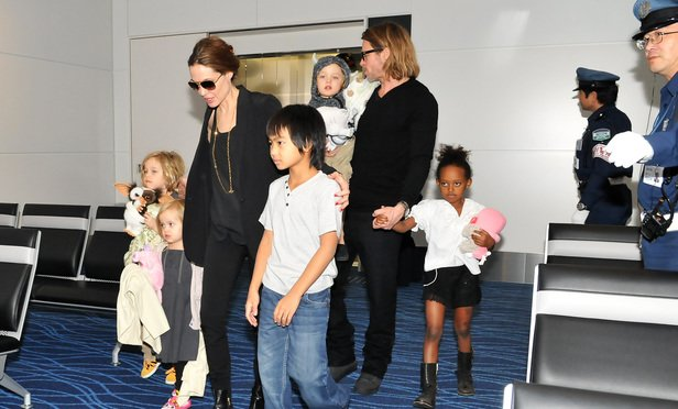 Angelina Jolie Pitt and Brad Pitt with their children in 2011.