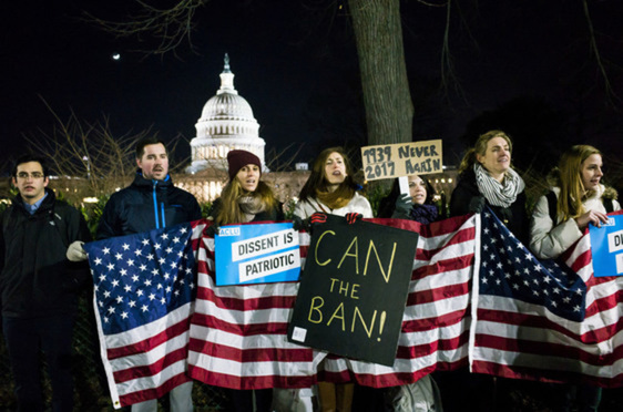 A large crowd rallies on the steps of the U.S. Supreme Court, led by top Democrat lawmakers, to denounce President Donald Trump's executive order banning immigration from seen Muslim-majority countries, on Jan. 30, 2017. ( Diego M. Radzinschi/ALM)