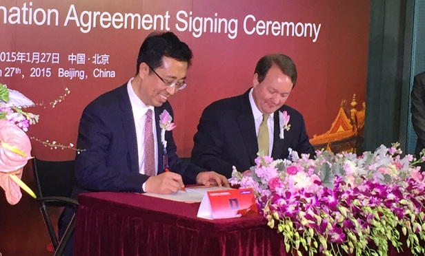 Dacheng founder Peng Xuefeng and Dentons global chair Joseph Andrew at a signing ceremony in Beijing in 2015.