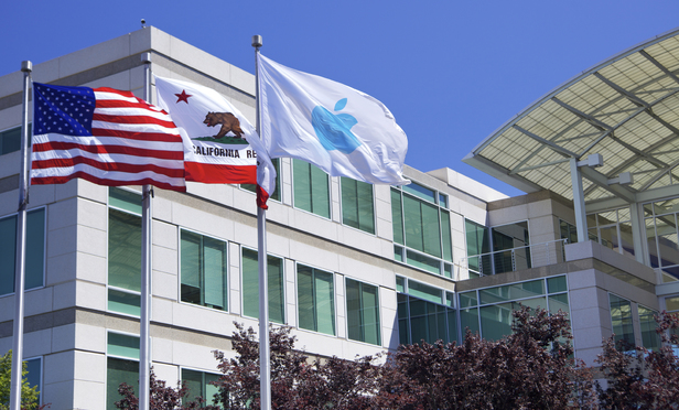 Apple Beefs Up Defense in Feud Over Streaming Patents